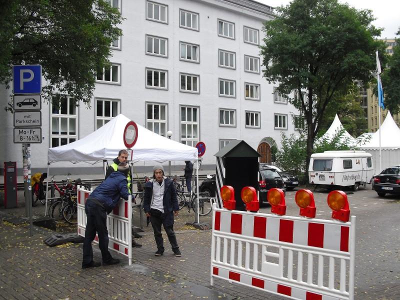 Der Eingang zum Festival-Gelände mit Mann-Haus